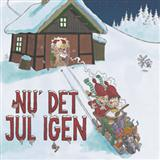 Download or print Nu Er Det Jul Igen Sheet Music Notes by Traditional for Piano